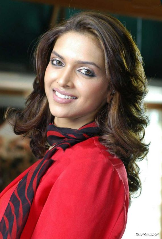 Smiling Beauty Deepika Padukone