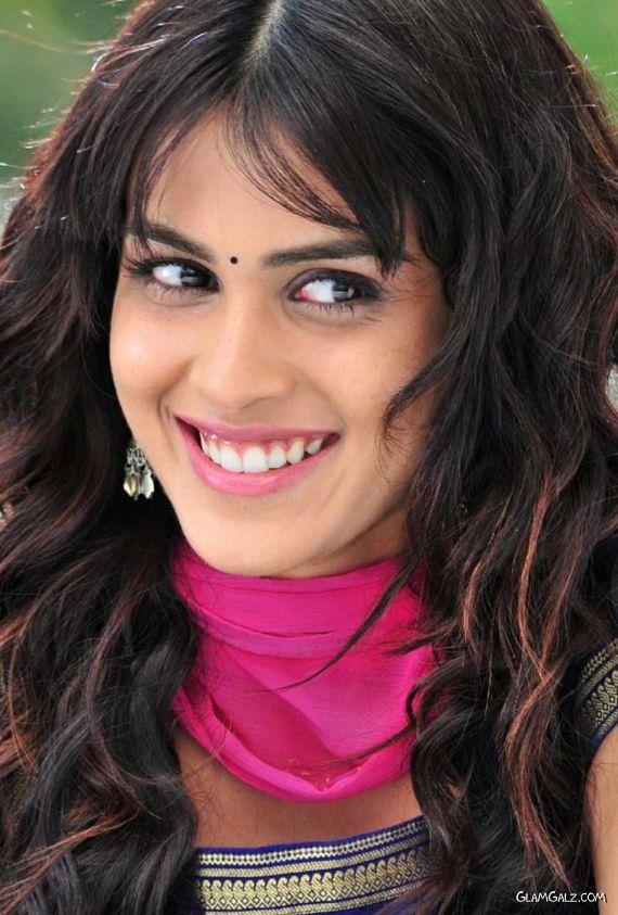 Smiling Beauty Genelia DSouza