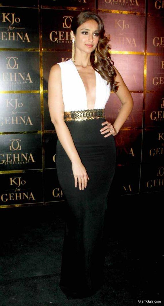 Ileana DCruz At Gehna Jewellers Showcase
