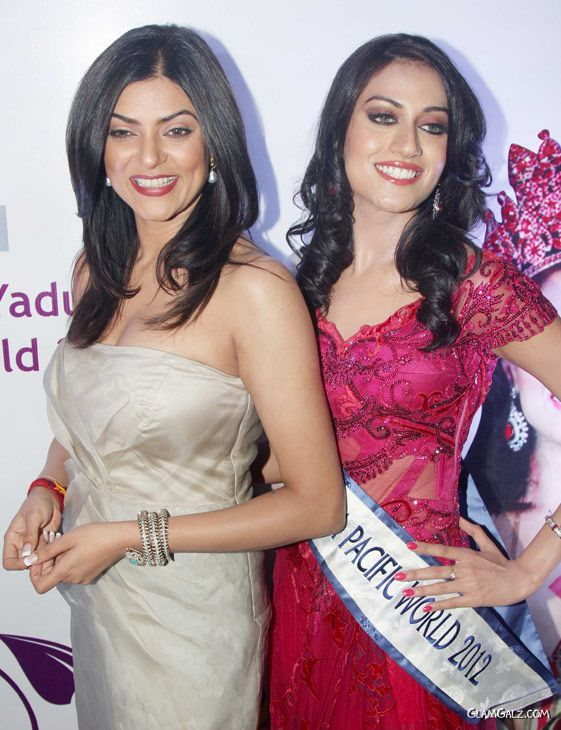Sushmita Sen With Miss Asia Pacific