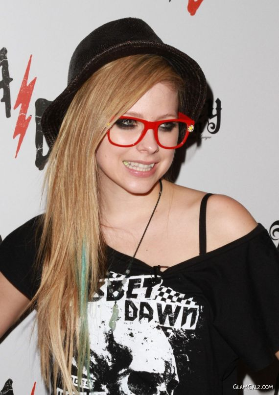 Avril Lavigne at Abbey Dawn Booth