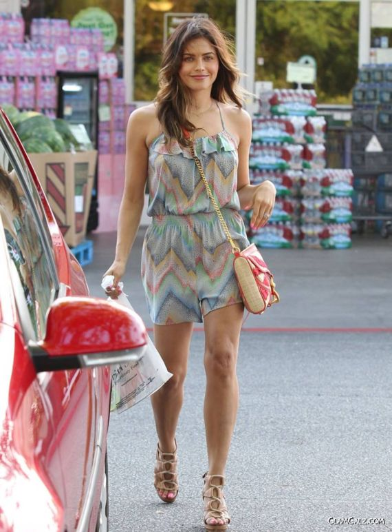 Jenna Dewan Walking In Beverly Hills