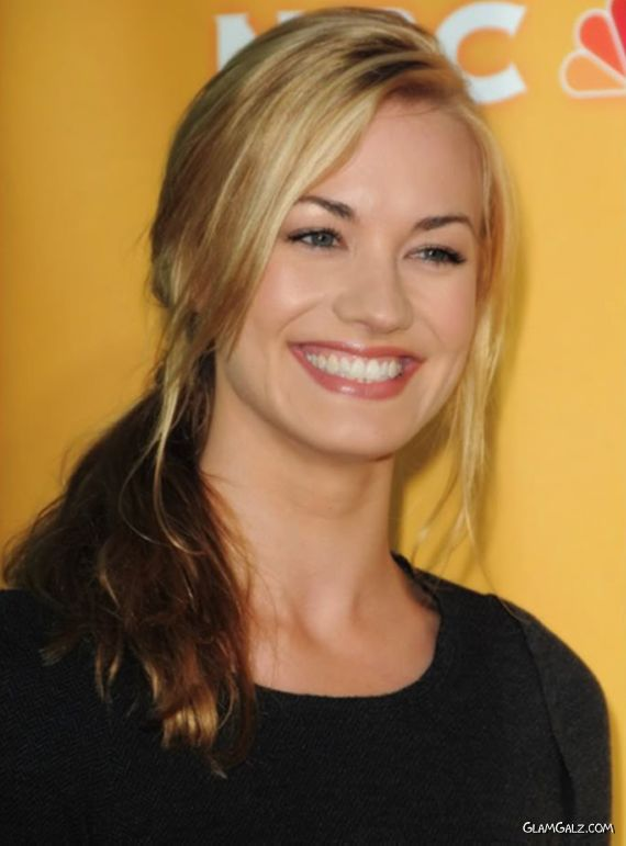 Yvonne Strahovski Has Got A Lovely Smile