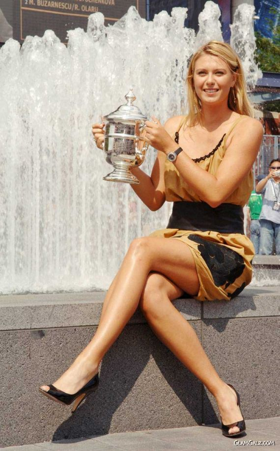 Maria Sharapova with US Open Trophy