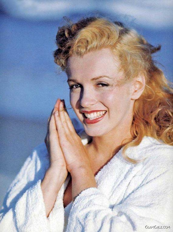Marilyn Monroe Exclusive Beach Photoshoot