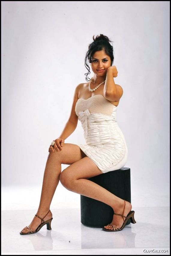 Pretty South Indian Actress Madhulika
