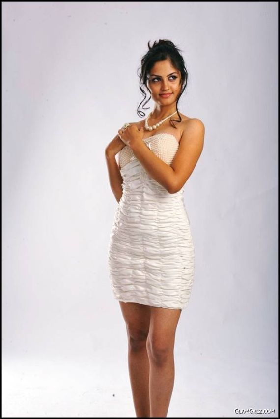 Pretty South Indian Actress Madhulika