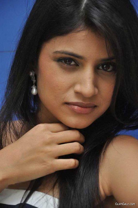 Telugu Beauty Shweta Pandit