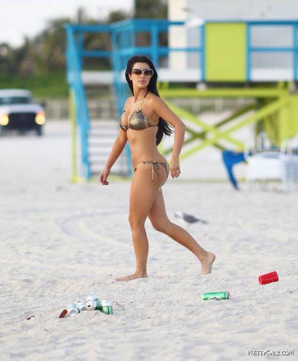 kardashian_biki_candids