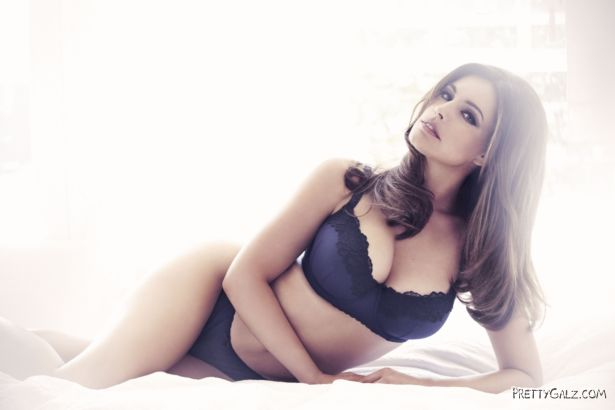 Kelly Brook Sizzles In New Look